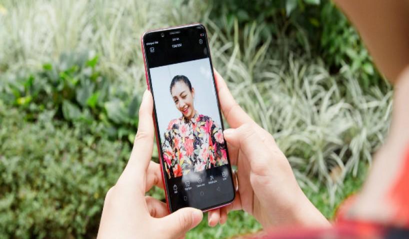 Đâu là những smartphone tầm trung sinh ra là để selfie?