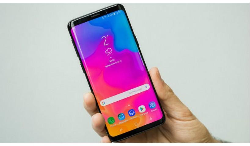Tìm mua smartphone màn hình lớn pin tốt, phải mua cái nào?